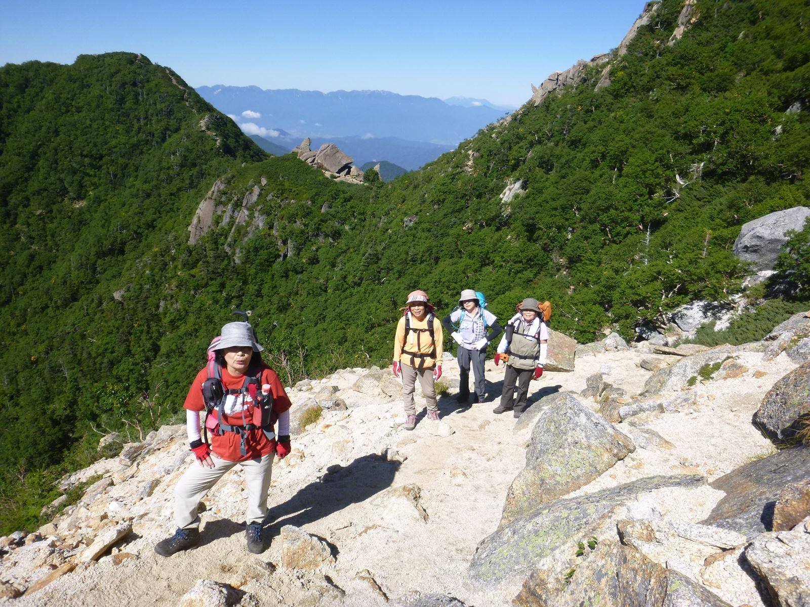 社長の登山日記 甲斐駒ケ岳 頑張っている女性陣