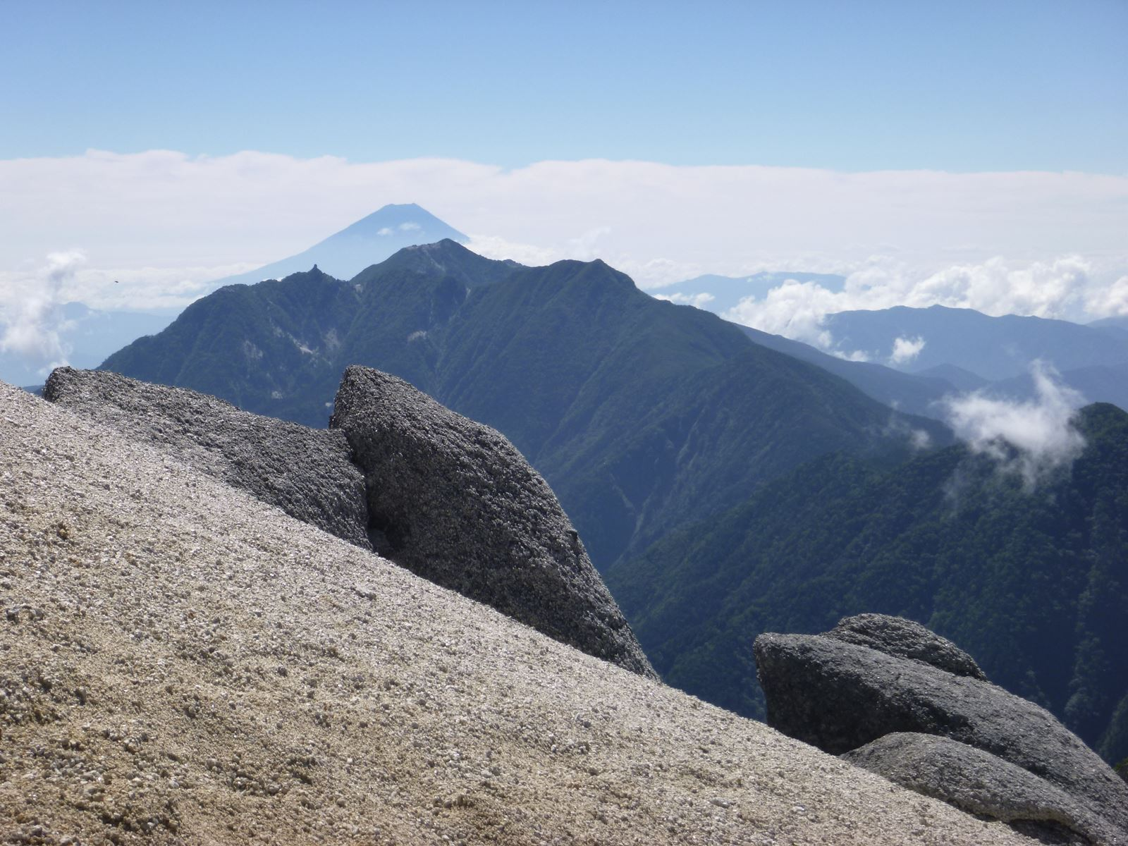 社長の登山日記 甲斐駒ケ岳 頂上直下の急登