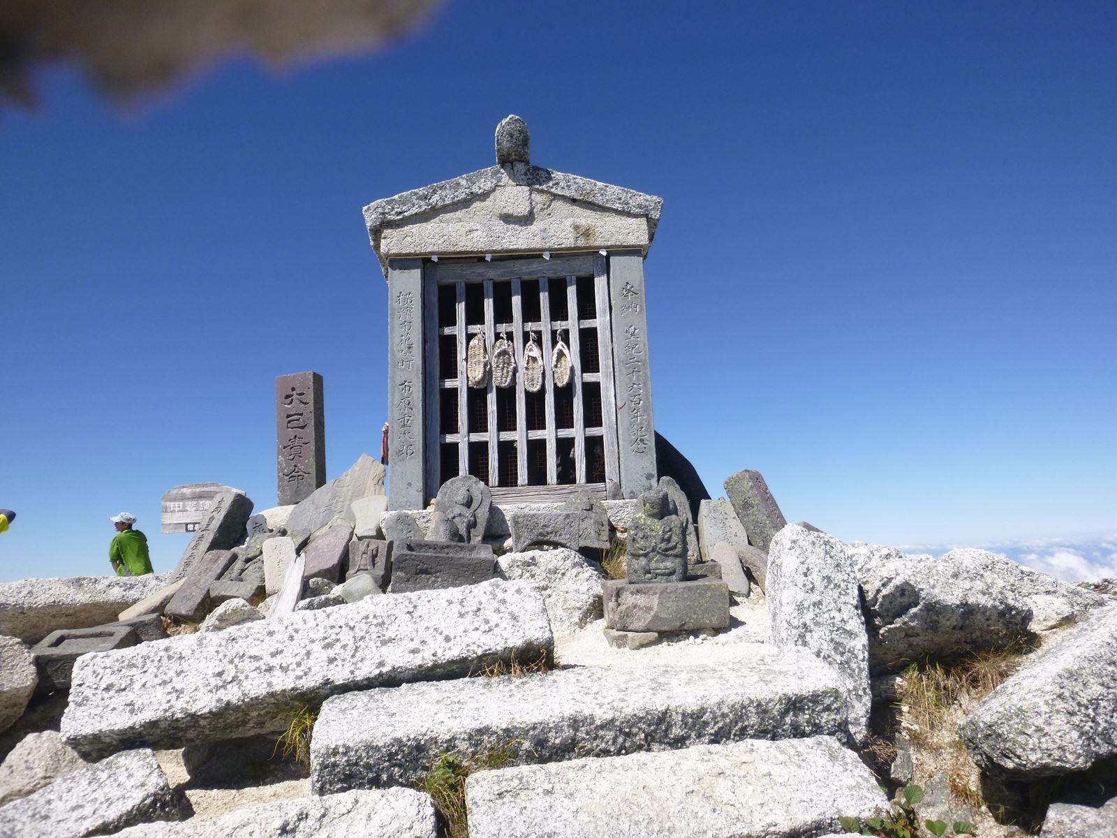 社長の登山日記 甲斐駒ケ岳 頂上の祠