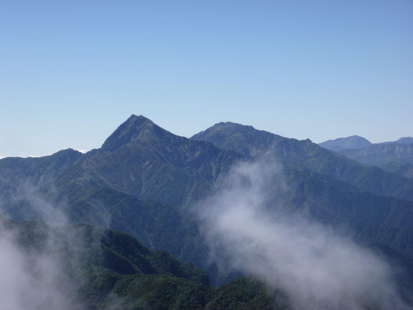 社長の登山日記 甲斐駒ケ岳 頂上から見た北岳